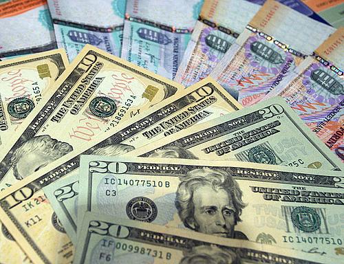Alig Változott A Forint árfolyama Gyengült Dollár